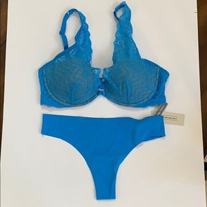 Intimissimi plunge bra & cheeky thong set NWT blue